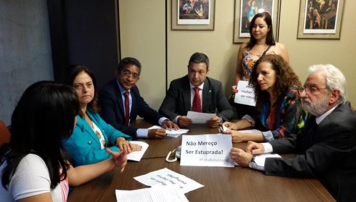 Imagem de PT, PCdoB, PSol e PSB pedem cassação do mandato de Bolsonaro