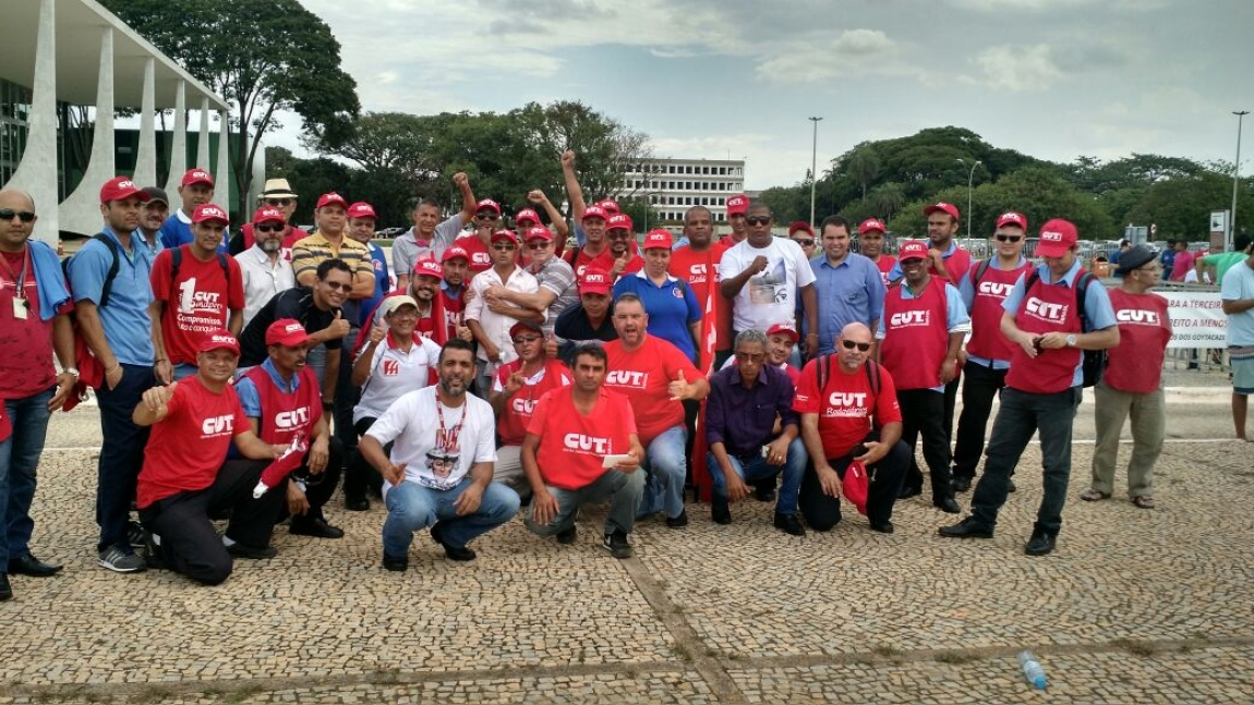 Imagem de Brasília: Rodoviários da CNTTL participam de vigília contra terceirização
