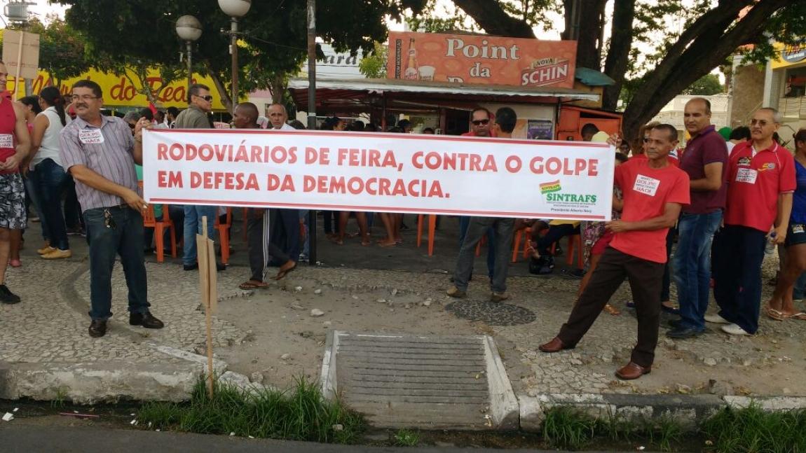 Imagem de Feira de Santana: Rodoviários participam da Marcha da Democracia