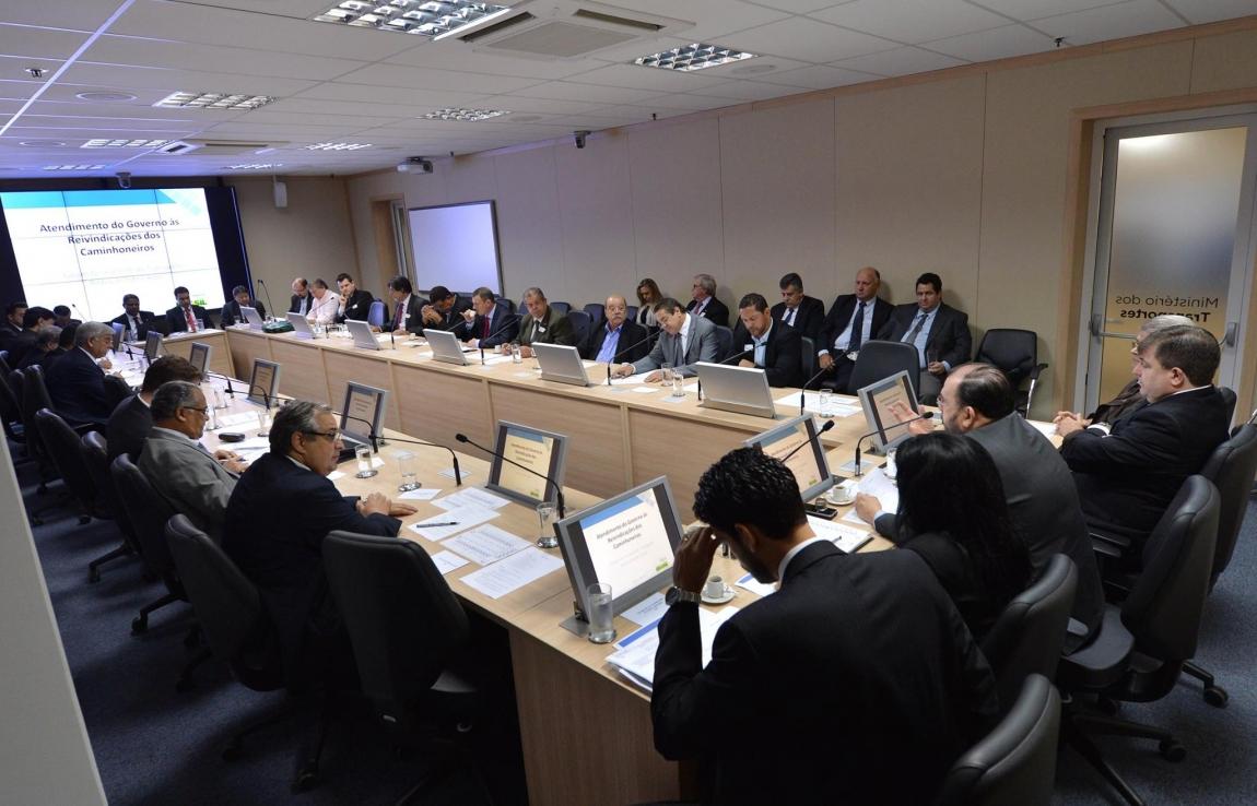 Imagem de Brasília: Governo e CNTTL iniciam debates do Fórum para o Transporte Rodoviário de Cargas