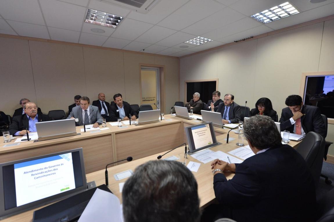 Imagem de Caminhoneiros: CNTTL/CUT e governo realizam 5ª reunião do Fórum Permanente