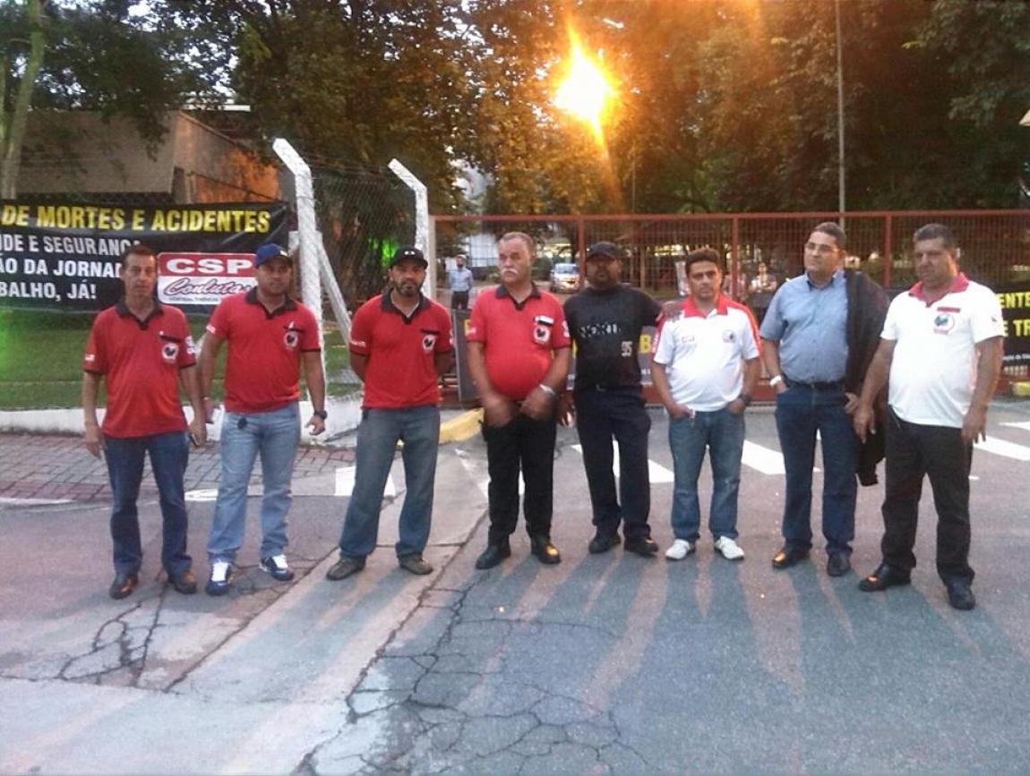 Imagem de Jacareí: Condutores participam de ato em solidariedade aos familiares dos companheiros mortos em explosão na Heineken
