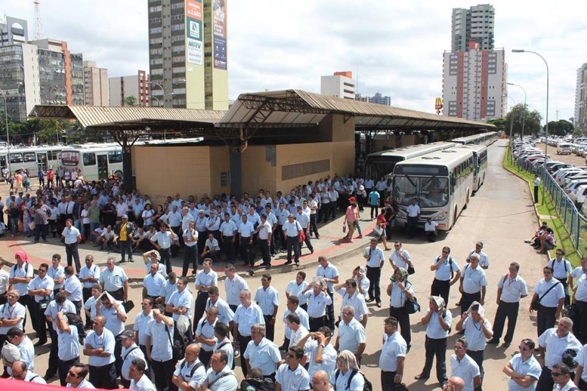 Imagem de Maringá: Motoristas e cobradores param transporte público coletivo da cidade