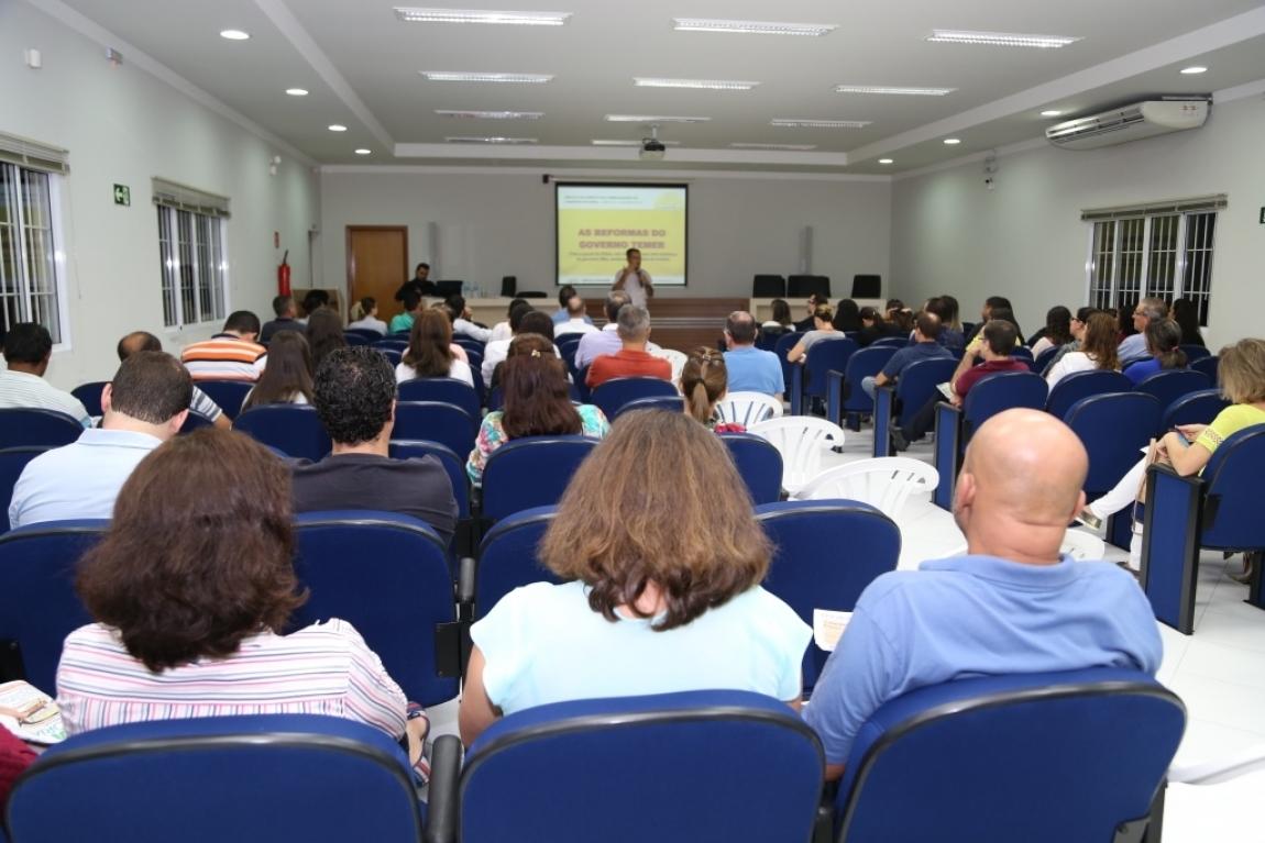 Imagem de Maringá: Condutores participam de palestra sobre reformas do governo golpista