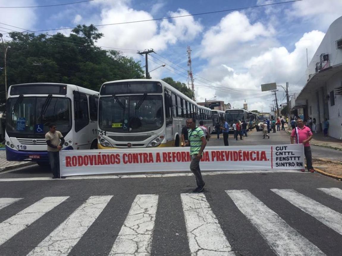 Imagem de #QueroMeAposentar:   Rodoviários em Natal paralisam circulação dos ônibus no Dia Nacional de Luta