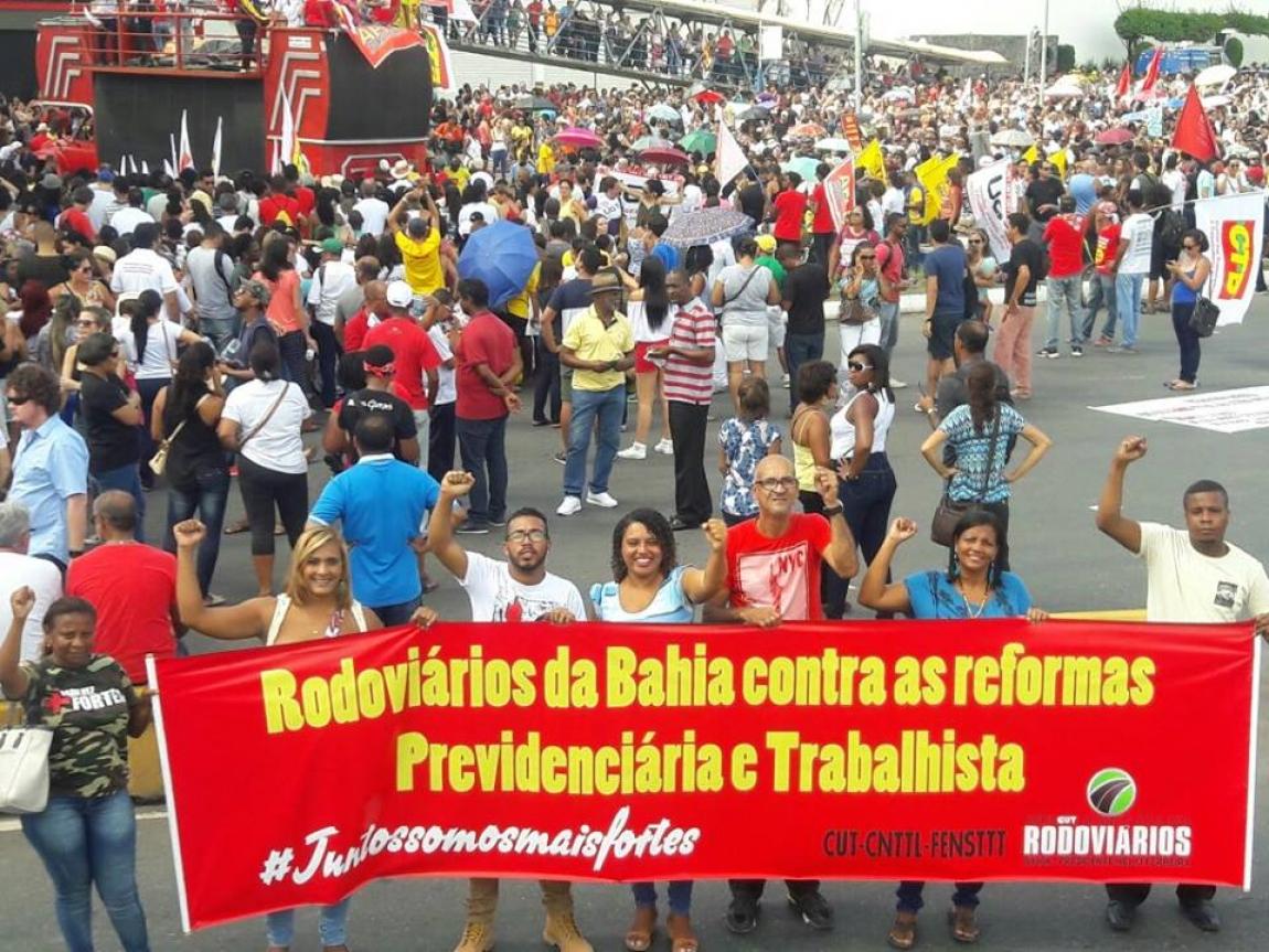 Imagem de #QueroMeAposentar:   Rodoviários da Bahia participam de ato contra as reformas golpistas