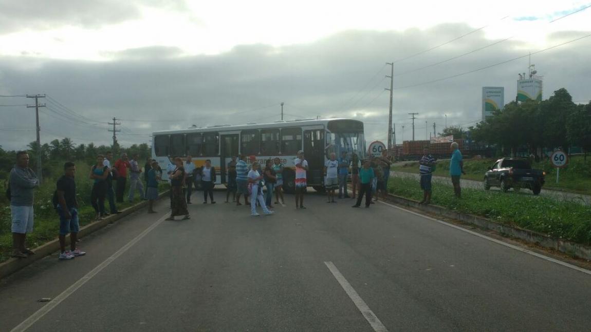 Imagem de #OcupaTudoContraOGolpe Natal: Contra o golpe, Rodoviários cruzam os braços