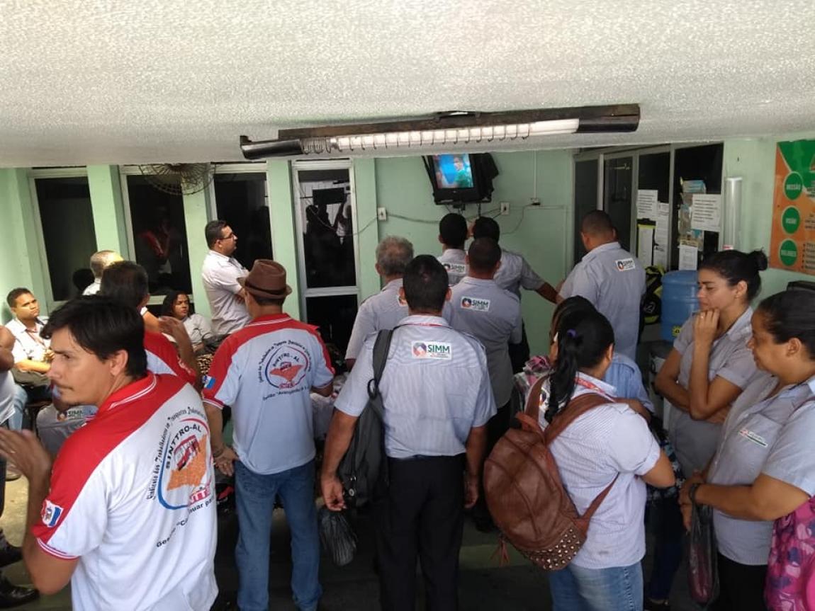 Imagem de Alagoas: Com pagamento atrasado, rodoviários na Veleiro cruzam os braços