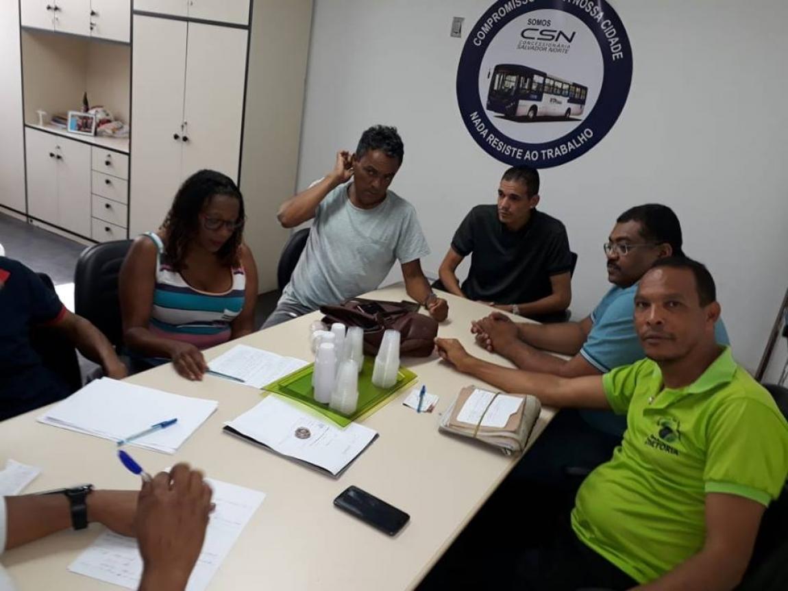 Imagem de Bahia: Rodoviários acompanham trabalhadores nas garagens da CSN