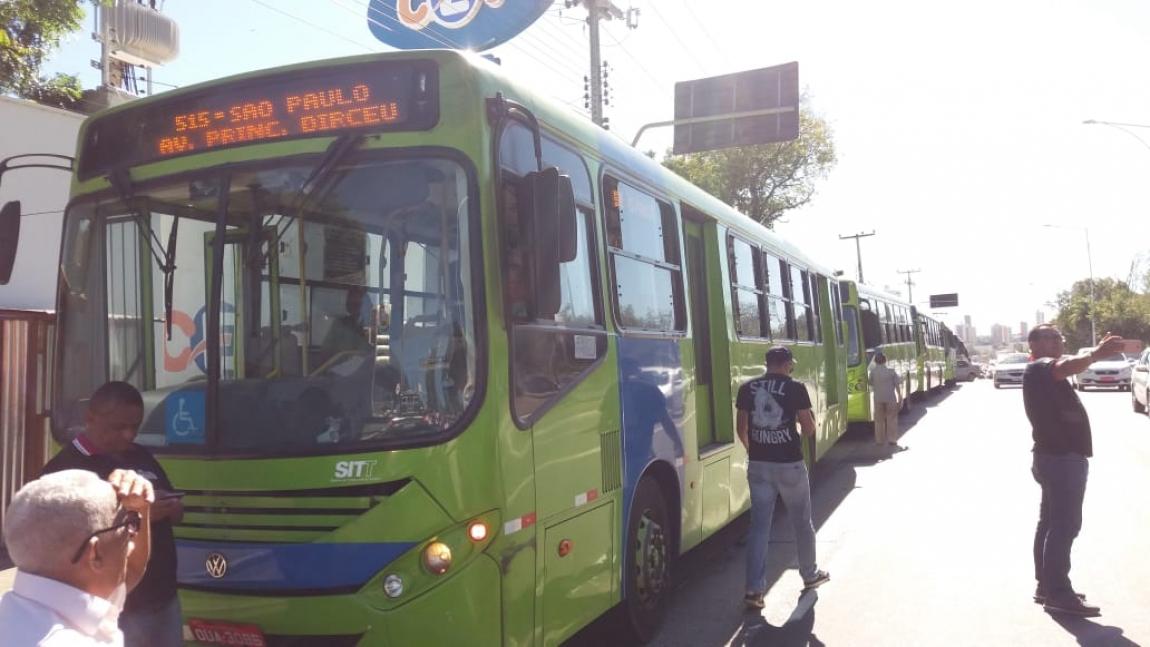 Imagem de Teresina (PI): Rodoviários participam de protesto contra aumento abusivo dos combustíveis