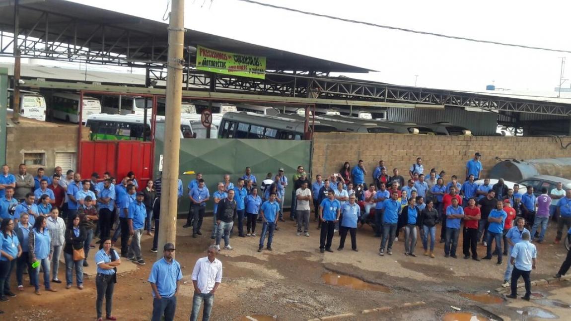 Imagem de Brasília: Rodoviários na Cootarde cruzam os braços