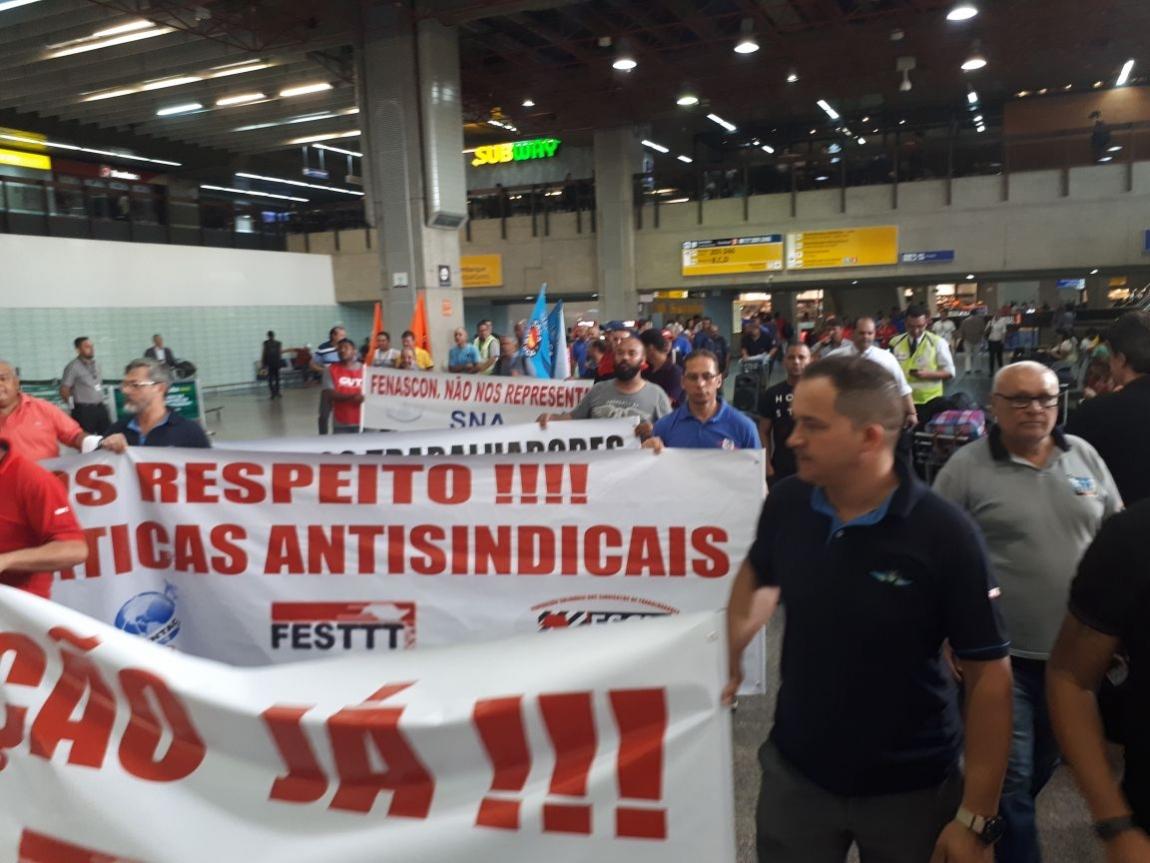 Imagem de Guarulhos: Trabalhadores na aviação protestam contra demissão arbitrária de sindicalistas do Sintaag e denunciam precarização