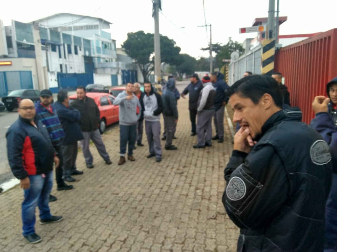 Imagem de Vale do Paraíba (SP): Condutores param contra aumento abusivo nos combustíveis