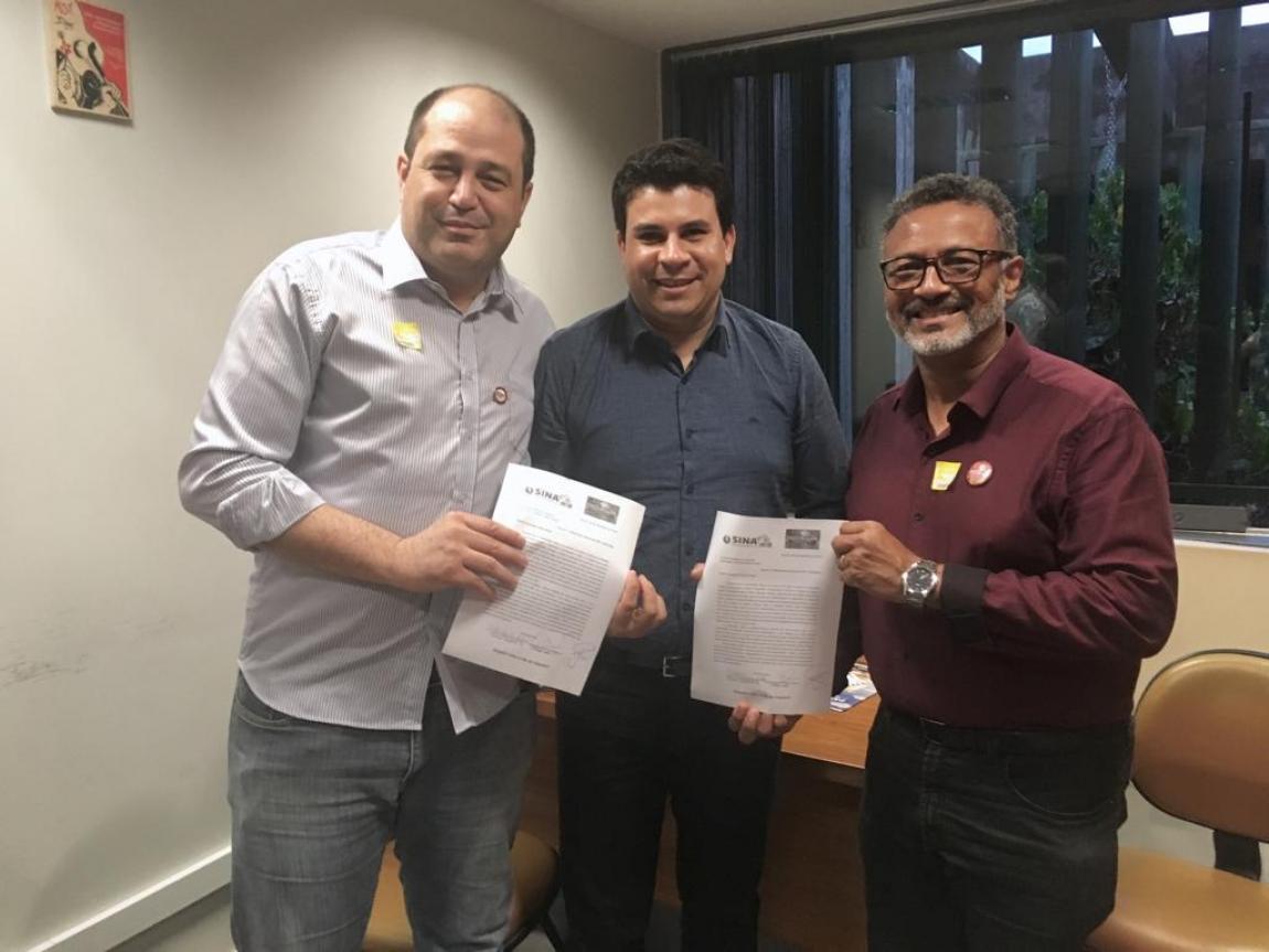 Imagem de Pernambuco: Aeroportuários e Metroviários protocolam documento em apoio à PEC 250 para deputados federais