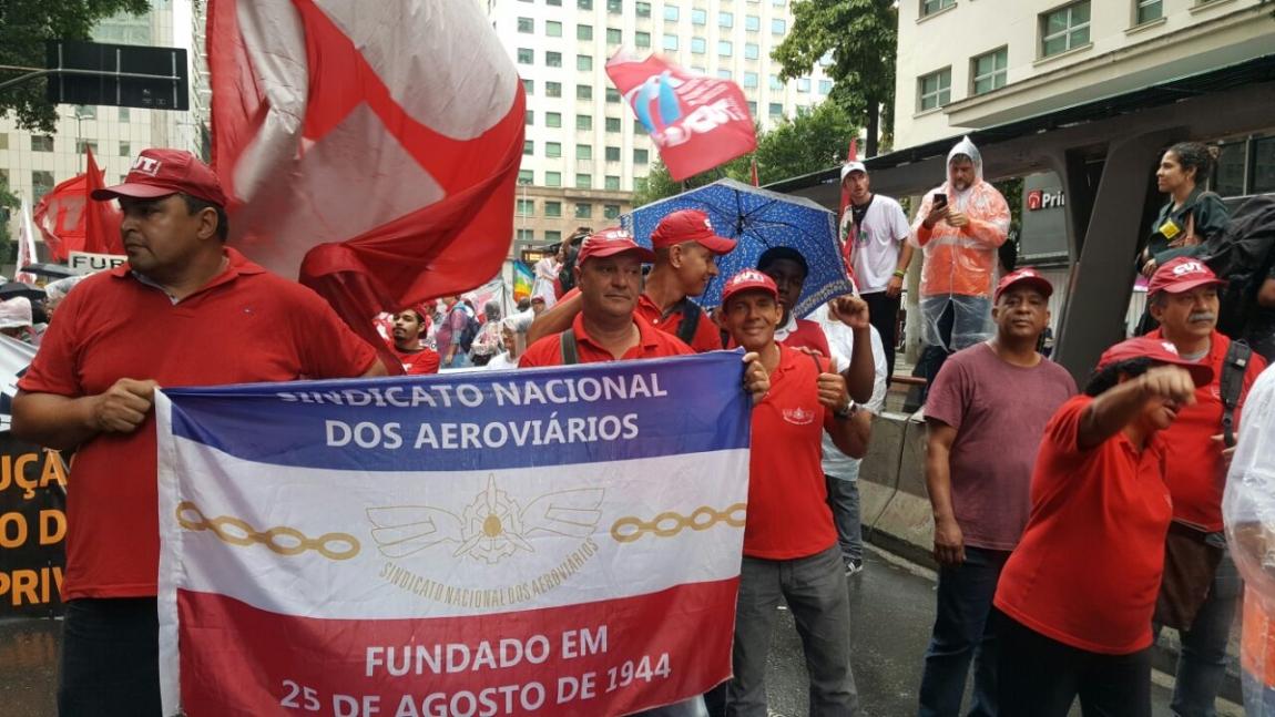 Imagem de RJ: Aeroviários participam de ato em defesa das estatais