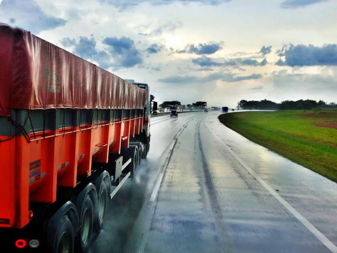 Imagem de Comissão da Câmara aprova reajuste do valor de hora extra para serviço de carga e descarga
