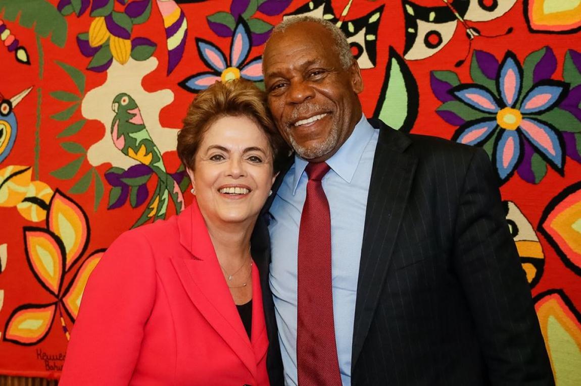 "Imagem de Danny Glover visita Dilma e declara: ""Apoio o direito dela de governar"""
