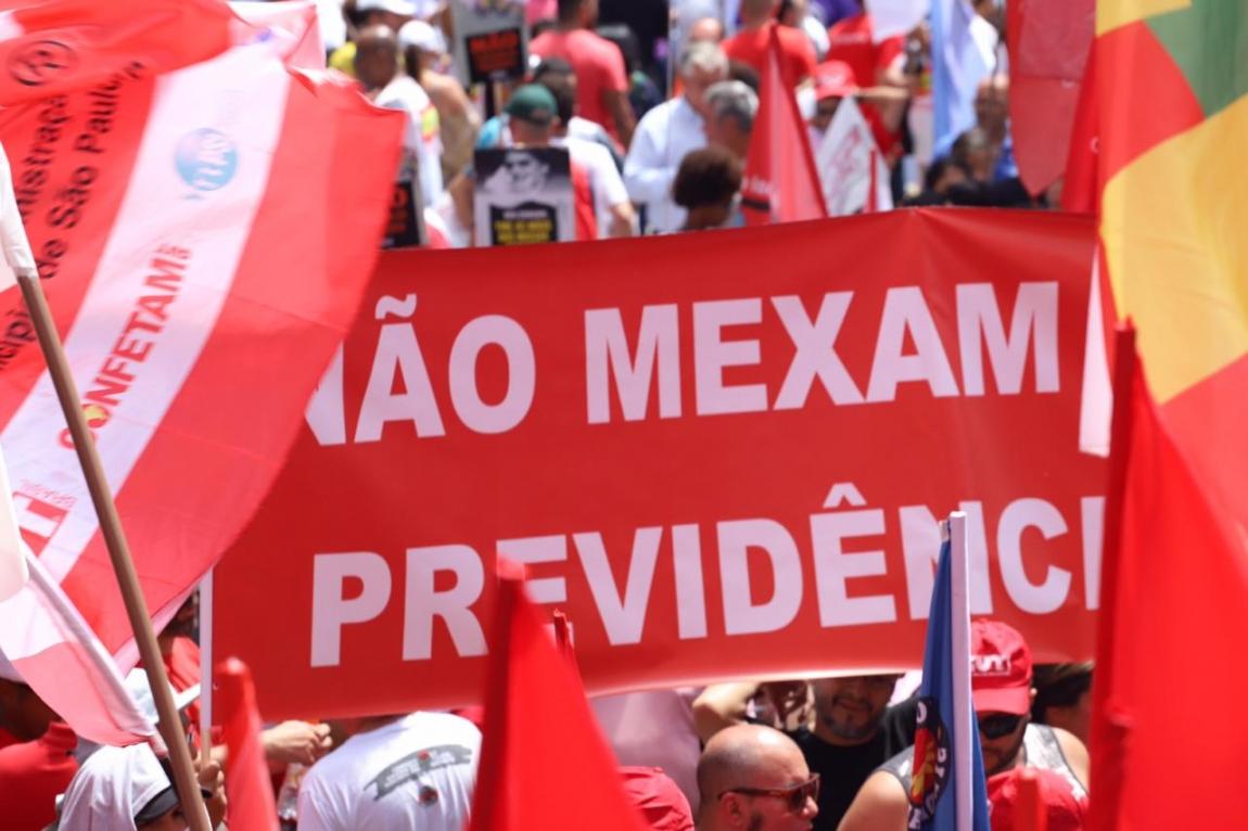 Imagem de #ReajaAgoraOuSuaAposentadoriaAcaba 10 mil trabalhadores vão à Praça da Sé defender a aposentadoria