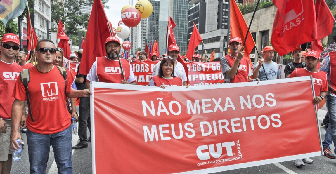Imagem de 13 de março: Trabalhadores em transporte, vamos às ruas em defesa dos direitos, da Petrobras e da democracia
