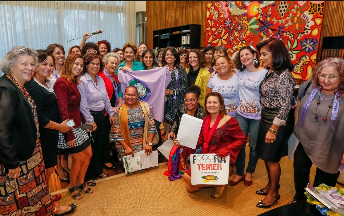 Imagem de Em encontro com mulheres, Dilma afirma: Vou ao Senado defender democracia
