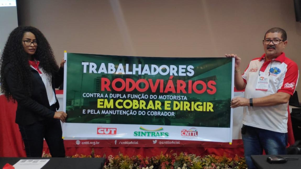 Imagem de #2ºCongressoFUTAC Rodoviários da Bahia divulgam campanha contra dupla função do motorista e pela manutenção do posto de cobrador
