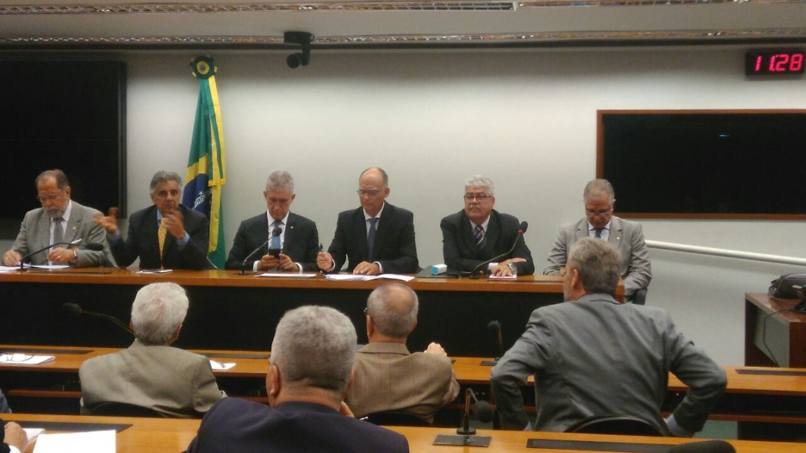 Imagem de Federação Nacional dos Portuários e entidades entregam documento ao interventor do Portus para suspender reajuste abusivo