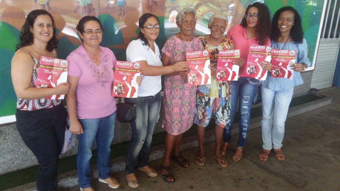 Imagem de Salvador: Trabalhadoras no transporte intermunicipal recebem Revista