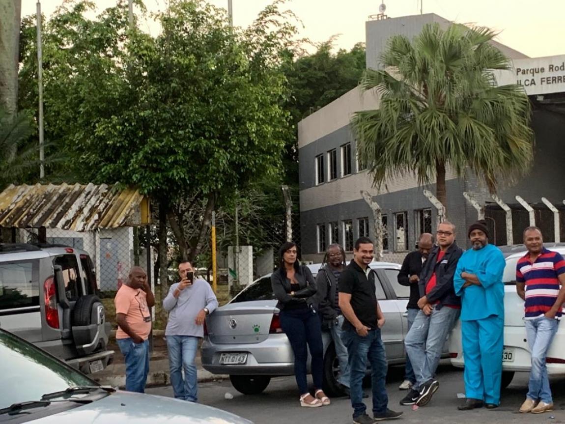 Imagem de #GreveGeral14J Rodoviários do setor de Fretamento da Bahia cruzam os braços