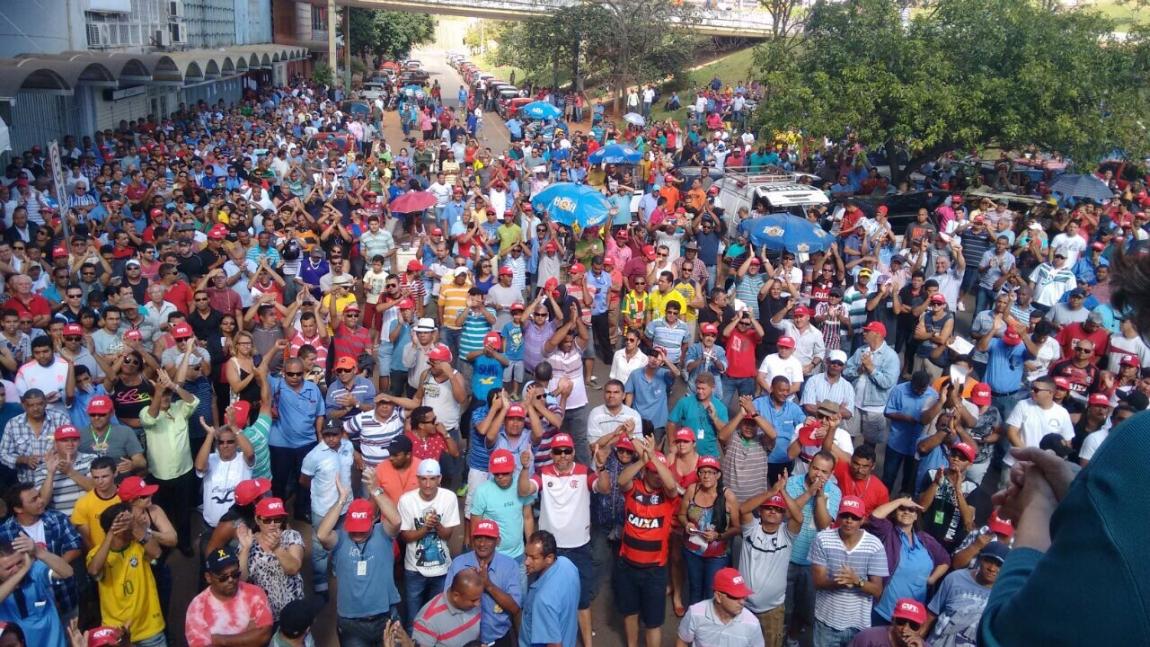 Imagem de DF: Após assembleia, rodoviários decidem cruzar os braços