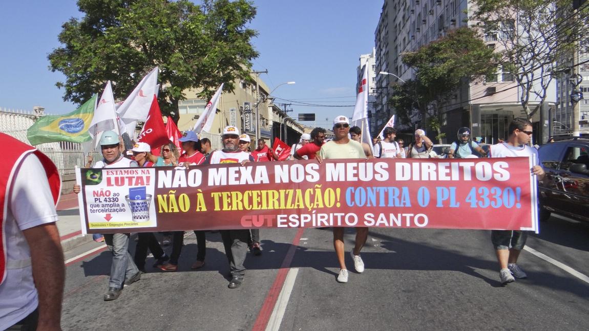 Imagem de Vitória: Portuários aderem paralisação contra PL 4330 e fecham Portos