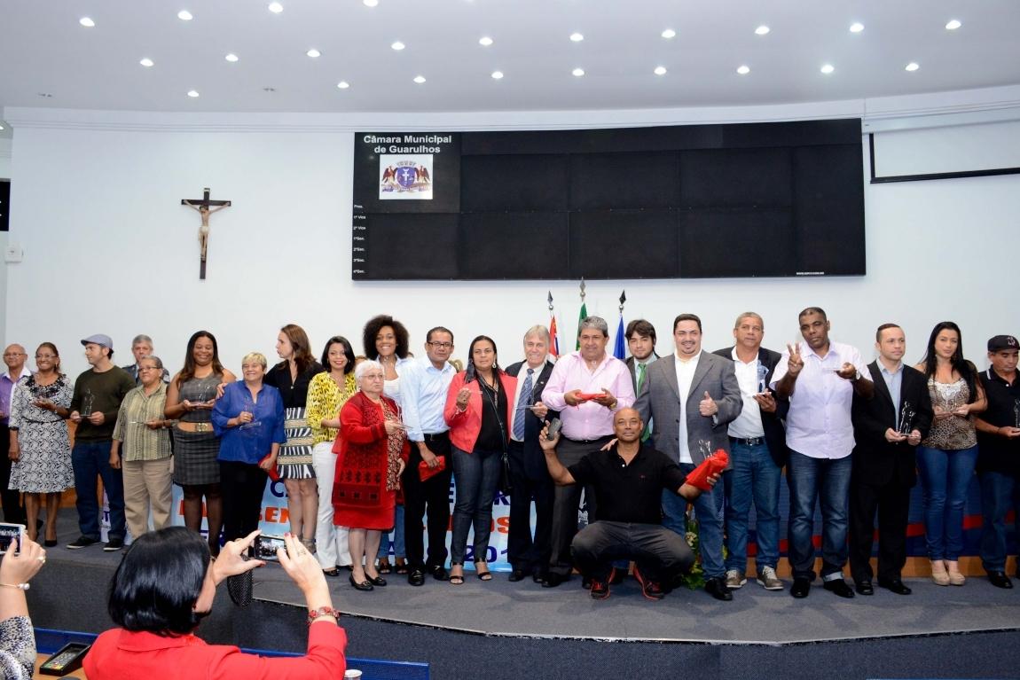 """Imagem de Guarulhos: Presidentes dos Sindicatos dos Aeroviários e Aeroportuários recebem troféu """"Trabalhador do Ano"""""""